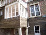 ensemble véranda et façade arrière recouvert de bardage bois