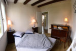 La chambre n°1 du rez-de-jardin avec lit double