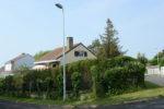 La villa à l'abri des hautes haies depuis l'angle des rues
